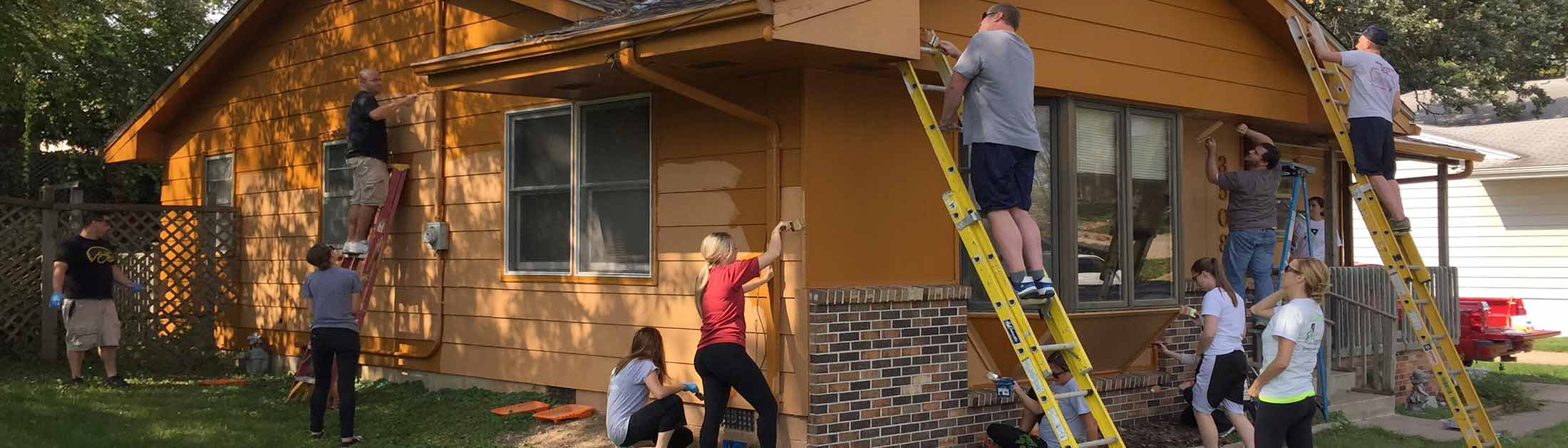 Employees volunteering in the Des Moines community